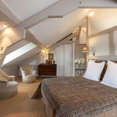 Une chambre chic et naturelle sous un toit normand