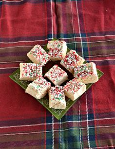 White Chocolate Peppermint Fudge is a delicious last minute holiday recipe that can be made in just minutes! #SundaySupper