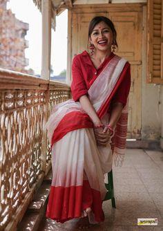 Handspun pure khadi cotton kalakshetra saree, enhanced with woven threadwork on palla. Saree Blouse Patterns, Saree Blouse Designs, Bengali Saree, Bollywood Saree, Bollywood Fashion, Cotton Saree Designs, Formal Saree, Saree Poses, Simple Sarees