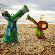 You have no idea how dope these are, I almost die on the beach  ️️☀️#waxmaid #siliconebong #siliconewaterpipe #waterbong #dabbong  #Regram via @waxmaidstore