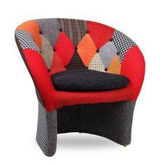 Sillón de diseño tapizado PATCHWORK en colorido estampado.Estilo, eleganciay comodidad se unen para dar un toque distintivo atu comedor o tu oficina. Incluye unos reposa brazos en la misma estructura del sillón. El respaldo, reposa brazos y asiento tapizado en original tela se adapta perfectamente a tu cuerpo, y la base de patas de madera es muyresistente y de gran robustez. La combinación de estos materiales la convierten en un sillón muy duradero a la vez que llamativo. Disfruta de un… Home Living, Tub Chair, Accent Chairs, Armchair, Furniture Design, Home Decor, Amazing, Scrappy Quilts, Tela