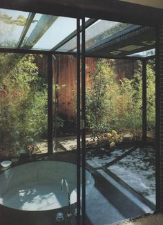 Indoors / Outdoors : Photo