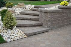 Hardscape Retaining Wall & Steps