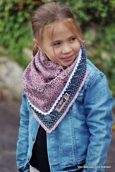 """Musselin und daraus genähte Tücher liegen ja dieses Jahr ziemlich im Trend und… Muslin and scarves sewn from it are quite trendy this year and I did not want to miss it either. From """"Leoflowers"""" de … Sewing Projects For Kids, Sewing For Kids, Baby Sewing, Fabric Crafts, Sewing Crafts, Wedding Day Dresses, Kids Purse, Baby Tie, Creation Couture"""