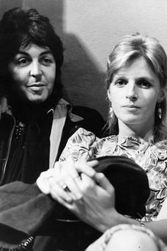 """""""Paul and Linda McCartney, 18 December 1974 """" Linda Eastman, Paul Mccartney And Wings, Sir Paul, John Paul, Pictures Of Lily, The Fab Four, Wife And Girlfriend, Ringo Starr, Great Love Stories"""