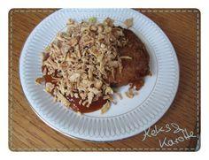 """""""Weil vegan nicht immer Gesund heißt"""" schreibt Flügelwesen und futtert genüsslich einen Veggie-Bratling mit Curryketchup und Röstzwiebeln. http://keksundkarotte.blogspot.de/2013/03/vegan-wednesday-3.html"""