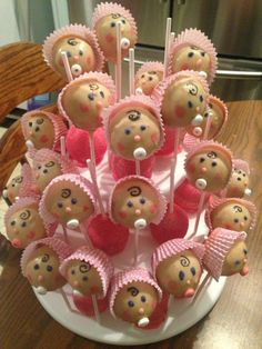 Baby shower food for girl cupcakes cake pop best ideas Gateau Baby Shower, Baby Shower Fruit, Baby Shower Food For Girl, Baby Shower Snacks, Baby Shower Souvenirs, Baby Shower Cake Pops, Baby Shower Desserts, Baby Shower Cookies, Shower Cakes