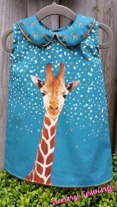 Sunny Sewing: Gek op dieren: een giraffenjurk gemaakt met het paneel van Bambiblauw en het patroon van de droomfabriek.