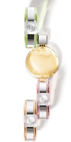 A floral fragrance in a round bottle. Unpredictable, in perpetual movement, CHANCE sweeps you into its whirlwind of happiness and fantasy. Chanel Makeup, Beauty Makeup, Parfum Chanel, My Beauty Routine, Chanel Official, Chance Chanel, Oil Bottle, Parfum Spray, Coco Chanel