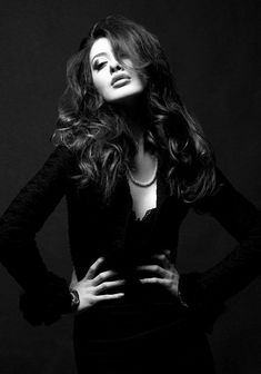 Portrait - Sultry - Fashion - Editorial - Black and White - Photography - Pose Idea