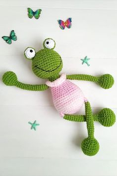 This FREE amigurumi frog pattern is perfect for beginners! Pattern is written in English language and uses US crochet terms. Crochet Whale, Crochet Dinosaur Patterns, Crochet Frog, Crochet Bunny, Cute Crochet, Crochet Animals, Felt Patterns, Amigurumi Doll Pattern, Crochet Doll Pattern