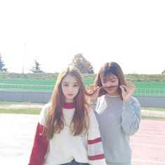 Image about girl in Ulzzang 💞 by Taehyung on We Heart It Cute Korean, Korean Girl, Asian Girl, Ulzzang Couple, Ulzzang Girl, Foto Mirror, Korean Best Friends, Girl Friendship, Girl Couple