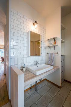 スペースラボ 洗面タイル Japanese Style Bathroom, Parents Room, Minimalist Office, Diy Interior, Home And Deco, Washroom, Bathroom Styling, House Rooms, Powder Room
