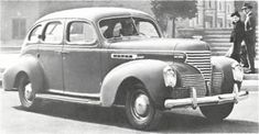 1939 DE SOTO S-6: De Soto joined with other 1939 cars in adopting the column-mounted manual gear shift lever. Electric, constant-speed windshield wipers made their De Soto debut along with Superfinish, an exclusive Chrysler Corporation method of giving engine parts a smooth, mirror-like surface.