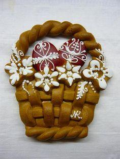 Hungarian Easter Egg Basket Gingerbread by Noe Kornelia Nelly Honey Cookies, Cute Cookies, Easter Cookies, Easter Treats, No Bake Cookies, Sugar Cookies, Gingerbread Decorations, Gingerbread Cookies, Easter Egg Basket