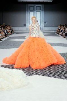 Giambattista Valli haute couture http://feszyn.com/giambattista-valli-haute-couture-jesien-zima-20152016/ #fashion #fashionweek #hautecouture