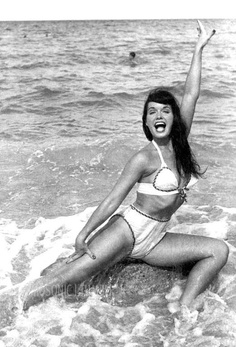 bettie page is so fucking perfect.