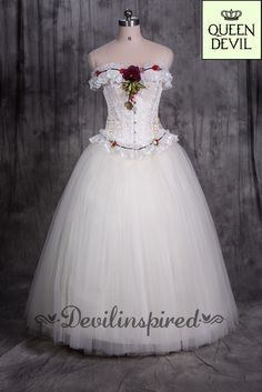 The flowers in the corset are exquisite! Prom dress in white color is pure!  Dress Code: DQC-0028 ➡️www.devilinspired.com #devilinspired #devilinspiredofficial #corset #gothic #white #promdress