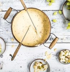 Was passt besser zu kalten Wintertagen, als ein heiß dampfendes Käsefondue? Mehr Käse geht wirklich nicht!