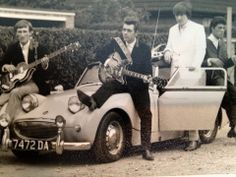 Great Frogeye Sprite with Dave Mason, Chris Wood & Jim Capaldi Dave Mason, Javier Fernandez, Steve Winwood, Austin Healey Sprite, Beat Generation, Chris Wood, British Sports Cars, Automotive Art, Vintage Pictures