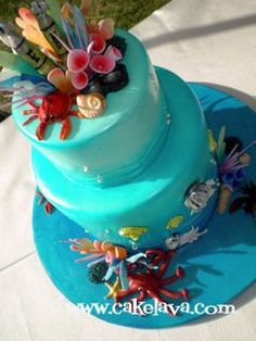 Under the sea themes are different from beach themes and nautical themes. With this, create the atmosphere for your guests of being thrown deep down into the waters: flush the entire room blue to g…
