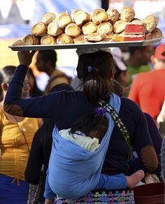 """En términos de desigualdad, el gran actor social ausente en el movimiento por la mejora del salario mínimo en México son las mujeres, aseguró hoy Hugo Beteta, director de la Sede Subregional en México de la Comisión Económica para América Latina y el Caribe (Cepal).  """"Las mujeres son el 38 por ciento de toda la fuerza laboral y representan más del 55 por ciento de quienes perciben un salario mínimo, o menos; muchas tienen baja escolaridad y no tienen una pensión, por eso el tema del salario…"""