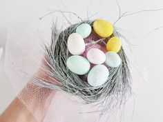 How to make a Pretty Birds Nest Easter Parade Hat, full Picture Tutorial Bird Silhouette Art, Easter Hat Parade, Easter Eggs Kids, Bird Stencil, Diy Ostern, Easter Crafts, Easter Ideas, Pretty Birds, Easter Wreaths