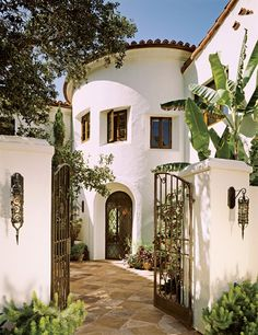*aesthetic, courtyard, round entry tower Spanish Homes, Spanish Colonial Houses, Spanish Style Houses, Spanish Revival Home, Spanish Bungalow, Spanish Courtyard, Courtyard Entry, Spanish Exterior, Mediterranean Homes Exterior