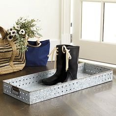 60 Ideas For Apartment Entryway Boot Tray Apartment Entryway, Rustic Apartment, Apartment Ideas, Shoe Tray, Wooden Panelling, Vintage Lockers, Entryway Furniture, Entryway Ideas, Best Flooring