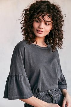 hairstyles with curly hair hairstyles mid length hair hairstyles mens 2019 hairstyles 50 year olds hairstyles long hair hairstyles with bangs 2019 hairstyles for over hairstyles going out Curly Hair With Bangs, Curly Hair Cuts, Short Curly Hair, Hairstyles With Bangs, Short Hair Cuts, Curly Hair Styles, Cool Hairstyles, Natural Hair Styles, Style Curly Hair