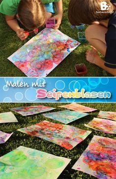 Vor kurzem bin ich über eine Anleitung gestolpert die ich sofort mit den Kindern ausprobieren wollte. – Malen mit Seifenblasen! Es hat so viel besser funktioniert als wir dachten, und macht auch noch eine Menge Spaß! Materialien: Du brauchst natürlich Seifenblasenlösung, Blasringe, verschiedene Farben, kleine Behälter zum Mischen, Papier Farben: Wir haben verschiedene Farben getestet. …