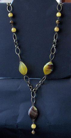 Collana con catena in ottone, agate gialle e striate in boule e piatte, boule di occhio di tigre