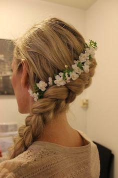 hårpynt_blomster Fashion, Moda, Fashion Styles, Fashion Illustrations
