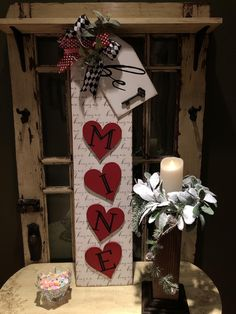 Love this Valentine's Day welcome sign made by Kam Orley with Chalk Couture! Valentine Wreath, Valentine Day Crafts, Holiday Crafts, Valentines Games, Valentine Ideas, Diy Valentine's Day Decorations, Valentines Day Decorations, Homemade Christmas Gifts, Valentine's Day Diy