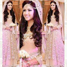 Trendy Indian Bridal Hair Style With Dupatta Hairdos Ideas Indian Wedding Hairstyles, Bride Hairstyles, Hairdos, Matha Patti Hairstyles, Updo Hairstyle, Updos, Dupatta Setting, Bride Hair Down, Elegant Bridal Shower