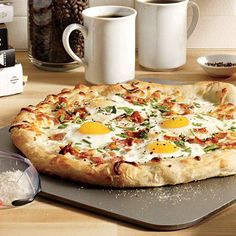 Pizza bagels aren't the only way to have pizza for breakfast. A bacon and eggs pie...break me off a slice of that.