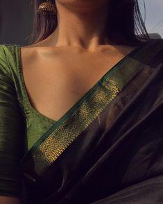 Elegant saree blouse styles Read about Simple Sarees, Trendy Sarees, Stylish Sarees, Saree Blouse Patterns, Saree Blouse Designs, Sari Blouse, Indian Aesthetic, Saree Jewellery, Modern Saree
