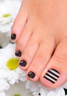Need some nail art inspiration? Take your pedicure to a whole new level with these cute and easy toenail art designs. Toenail Art Designs, Pedicure Designs, Pedicure Nail Art, Toe Nail Designs, Toe Nail Art, Easy Nail Art, Cute Toe Nails, Pretty Nails, Cute Pedicures