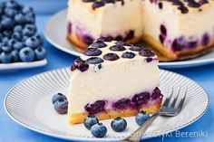 Lemon cheesecake with blueberries