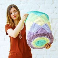 Crochet Case, Crochet Bowl, Knit Crochet, Knit Basket, Basket Weaving, Crochet T Shirts, Crochet Home Decor, Tapestry Crochet, Crochet Handbags
