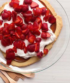 Simple Strawberry Dulce de Leche Shortbread Tart
