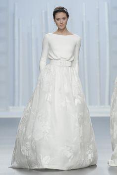 RosaClara 030  (Vestido de Novia). Diseñador: Rosa Clará. ...