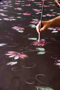 Best silk painter in France Fabric Painting On Clothes, Painted Clothes, Fabric Art, Saree Painting, Silk Painting, Art Du Monde, Hand Painted Sarees, Fabric Paint Designs, Silk Art