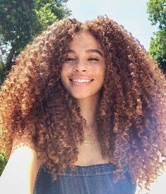 Top Video Guide To The 9 Best Natural Haircare Tips Every Naturals Should Know ⋆ African American Hairstyle Videos - AAHV 3c Curly Hair, Curly Girl, Curly Hair Styles, Natural Hair Styles, Cabelo 3c 4a, Biracial Hair, Biracial Women, Curls For The Girls, Natural Curls