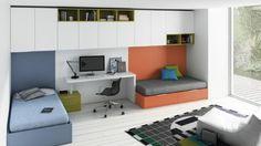 chambre d'ado garçon sol en planchers blancs, deux lits chambre ado