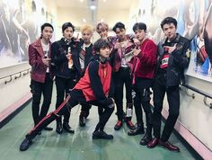 Everyone in is posing normally, and then there's Be sure to check out our bio link for more EXO news/photos/etc; Gotta love Chanyeol and his craziness xD Kpop Exo, Memes Exo, K Pop, Chanyeol Baekhyun, Park Chanyeol, Nct, Chanbaek, Kaisoo, Taeyong