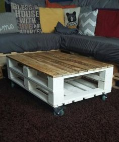 Pallet Tables Palette Table basse Style industriel rustique Shabby Chic - This eye - catching industrial style coffee table is the perfect addition to your home
