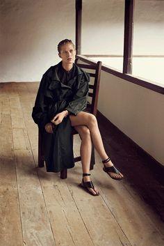 Hermès - Vestiaire d'Été 2014. Trench coat in forest green featherweight silk, officer collar shirt in black crêpe de Chine, sandals in black crocodile. #hermes #womenswear #fashion