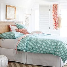 Love the Hawaiian inspired headboard. Perfect for a guest room.