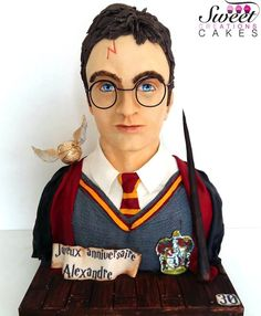 Harry Potter Bust cake - Cake by Sweet Creations Cakes Bolo Harry Potter, Gateau Harry Potter, Harry Potter Birthday Cake, 30 Birthday Cake, Girl Birthday, Cupcakes, Cupcake Cakes, Beautiful Cakes, Amazing Cakes
